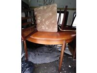 Extending dini g table and 4 chairs