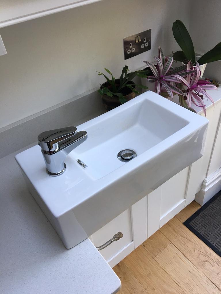 Small, rectangular wash basin