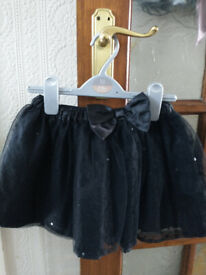GIRLS SKIRT. AGE 6/7. MOTHERCARE. BLACK LACE/SEQUINNED. IDEAL XMAS.