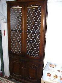 Corner drinks cabinet in very good condition