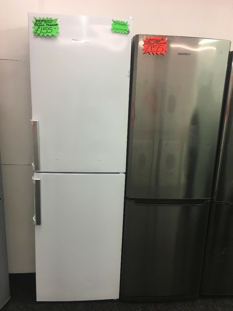 HOTPOINT FROST FREE FRIDGE FREEZER WITH HANDLES