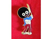 An Original Robertsons Pre-War Golly Cricketer Badge/Brooch - GRAHAM PRODUCTS c1930s