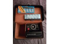 VINTAGE POLAROID 1000S LAND CAMERA WITH FLASH AND SPARE BAULBS