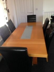 Solid oak dining table lovely design