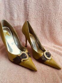 Mustard pointed heels size 7