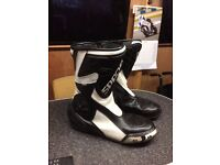 Motorbike boots size 9 (39)