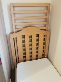 Mamas and papas oak cotbed with mattress