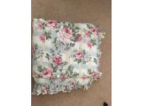 Shabby chic type design quilted kingsize bedspread