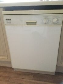 Miele Automatic G579sc free standing white dishwasher.