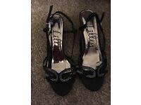 Heeled sandal shoe size 6