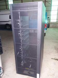 IBM Storage Solutions Rack 36U 19<<server cabinet 19'' 2101 Model N00