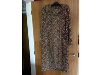 Next fleecy dressing gown - large