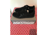 **ASICS Vickka Black - Worn Once - Like New - Size 10**