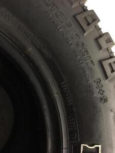 2 pneus 315/70/17 Mickey Thompson  7-8/32