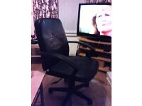 Black swivel computer chair