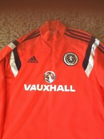 Red aberdeen size large Addis vaxhall top