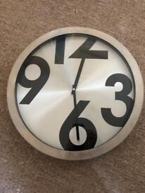 Large Unique Clock
