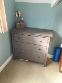 Solid 3 chest of draws in excellent condition