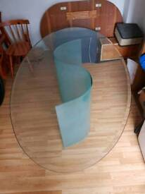 Large oval dinning table