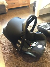 Maxi-cosi CabrioFix (Black Lines) Car Seat and EasyFix Isofix Base (1 year old)