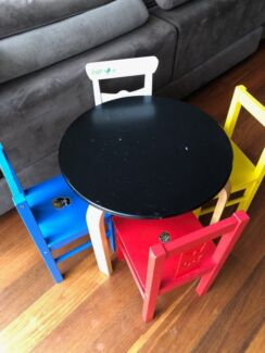 Small kids table and 4 chairs