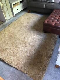 Mustard rug immaculate