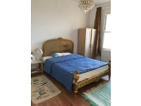 **VERY SPACIOUS ROOM WITH KING SIZE DOUBLE BED, SHARED KITCHEN AND BATHROOM ** PRIME LOCATION
