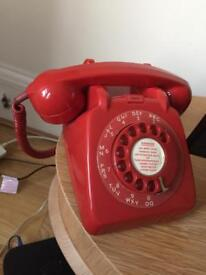 Red retro telephone ☎️
