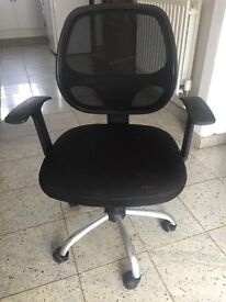 OFFICE CHAIR VERY GOOD CONDITION