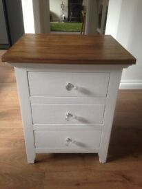Solid wood small chest of drawers/bedside table.