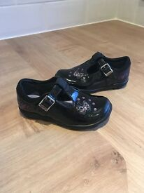 Clarks 'Ella Bella' Black Patent Girls Shoes - Size 6 F - in good condition and includes box