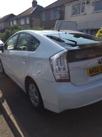 Neat and very clean well Driven White Prius