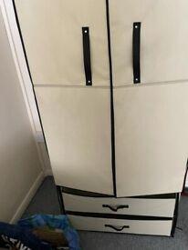 Storage compartment/wardbrobe