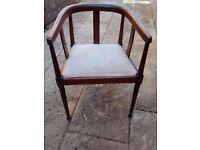 Chair : Stylish Edwardian mahogany tub-style arm chair