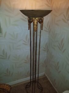Stand up metal lamp