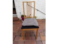 Extendable kitchen table with four chairs