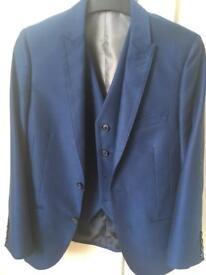 Boys 3 piece suit (28s)11-13 yr