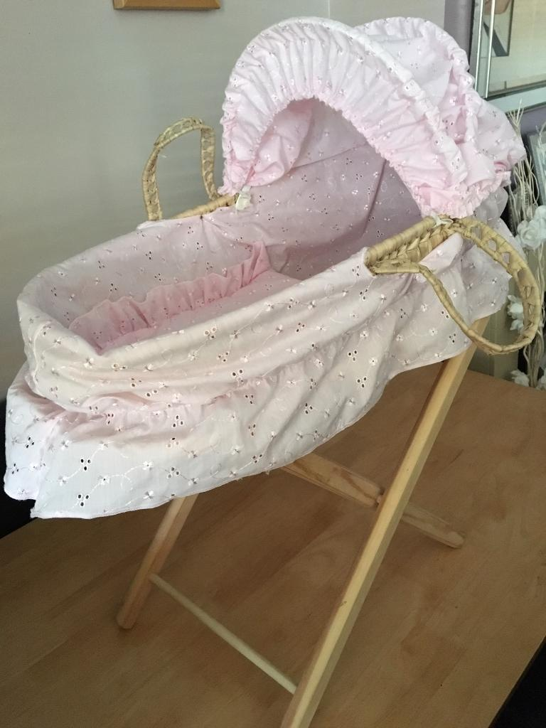 Dolls Moses basket with stand
