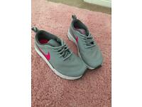 Girls Nike air max thea size 1