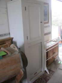 TALL WHITE PAINTED CUPBOARD / LARDER / LAZYBOY. SOLID & STURDY. PINE. PULLEY DOOR. SHELVES. DELIVERY