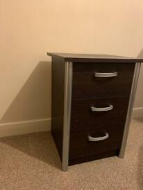 Pair of bedside table with drawers