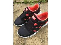 Nike Free Run 2 Trainers - Jet Black / Hot Coral - size 5