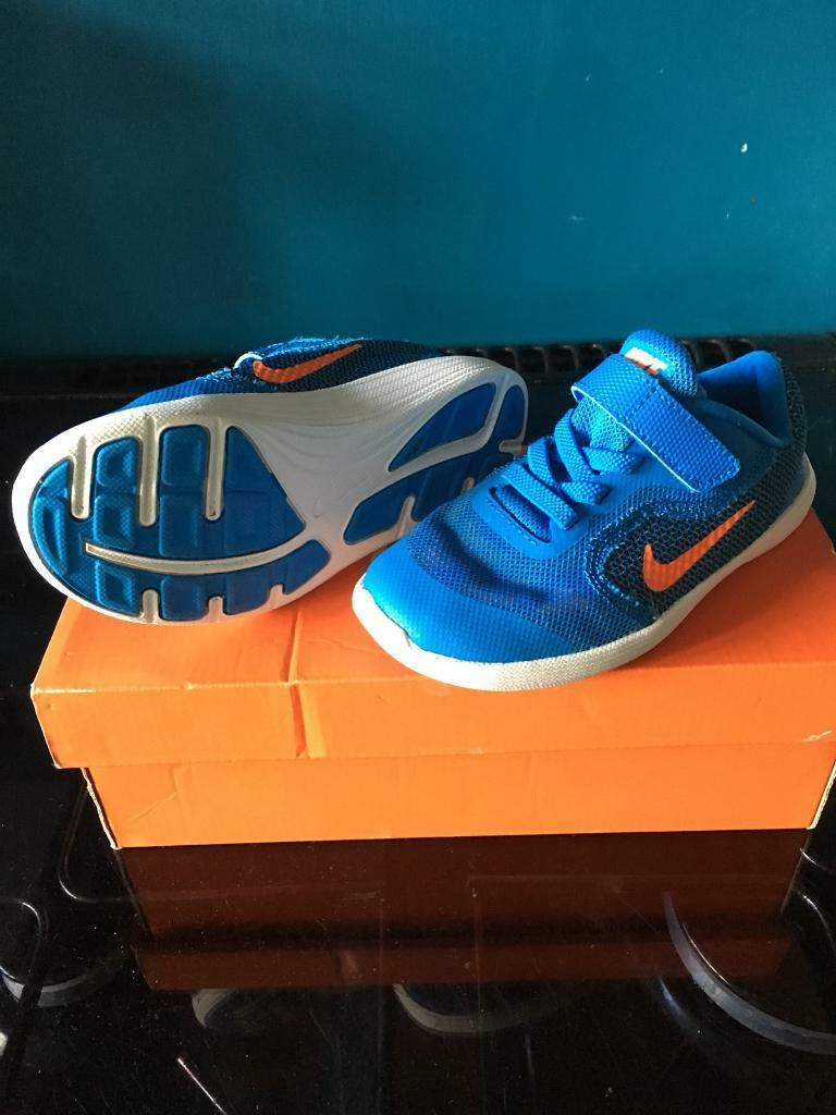 Nike kids trainers size 8.5 uk