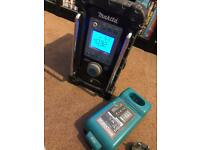 Makita BMR100 fm / aux Site Radio with battery & charger