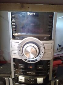 Sony genezi triple disc MP3 RDS USB stereo system very loud