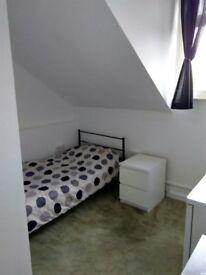 Room with en-suit shower room in Stoke-On-Trent, Bills inclusive of rent, No Deposit.