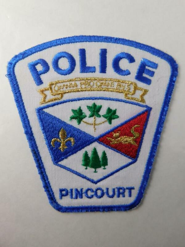 PINCOURT  POLICE VINTAGE PATCH BADGE QUEBEC CANADA COAT OF ARMS COLLECTOR