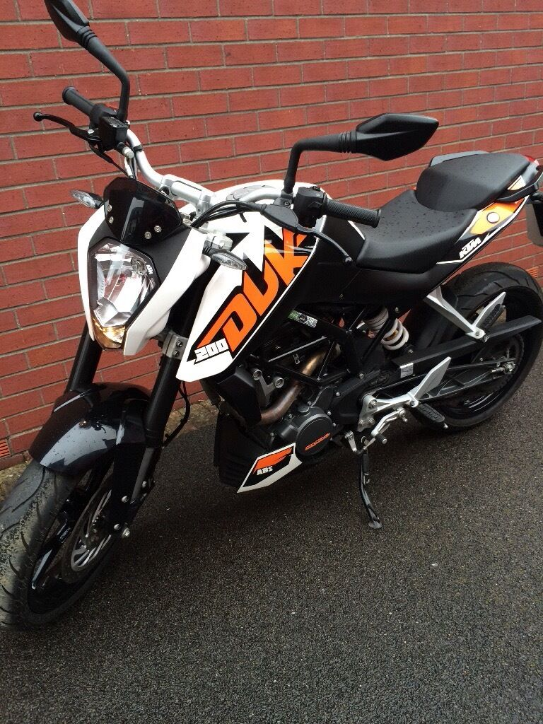 ktm duke 200 street motorcycle 2015 white in somerset gumtree. Black Bedroom Furniture Sets. Home Design Ideas