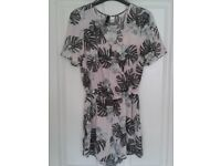 A Selection of womens clothes sizes 10 and 12s only £1 or £2 each. Please click through photos