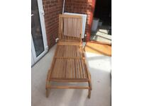 Lovely wooden sun lounger. Comes with cushion and machine washable cushion cover